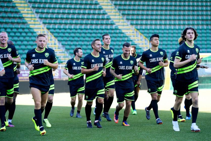 Gino van Kessel sluit aan bij trainingskamp in Zeeland.