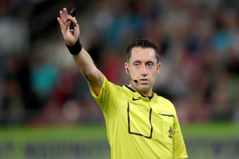 Dennis Higler fluit FC Utrecht - ADO Den Haag