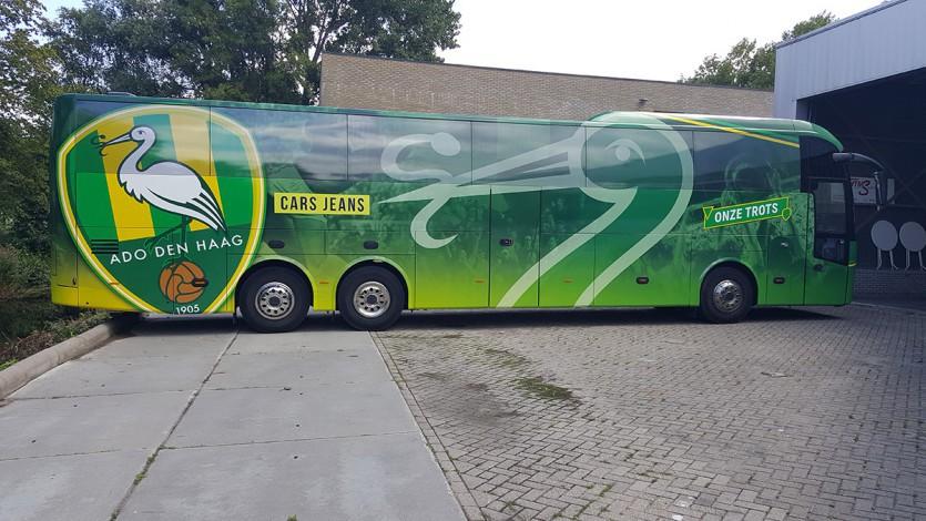 ADO Den Haag krijgt prachtige spelersbus!