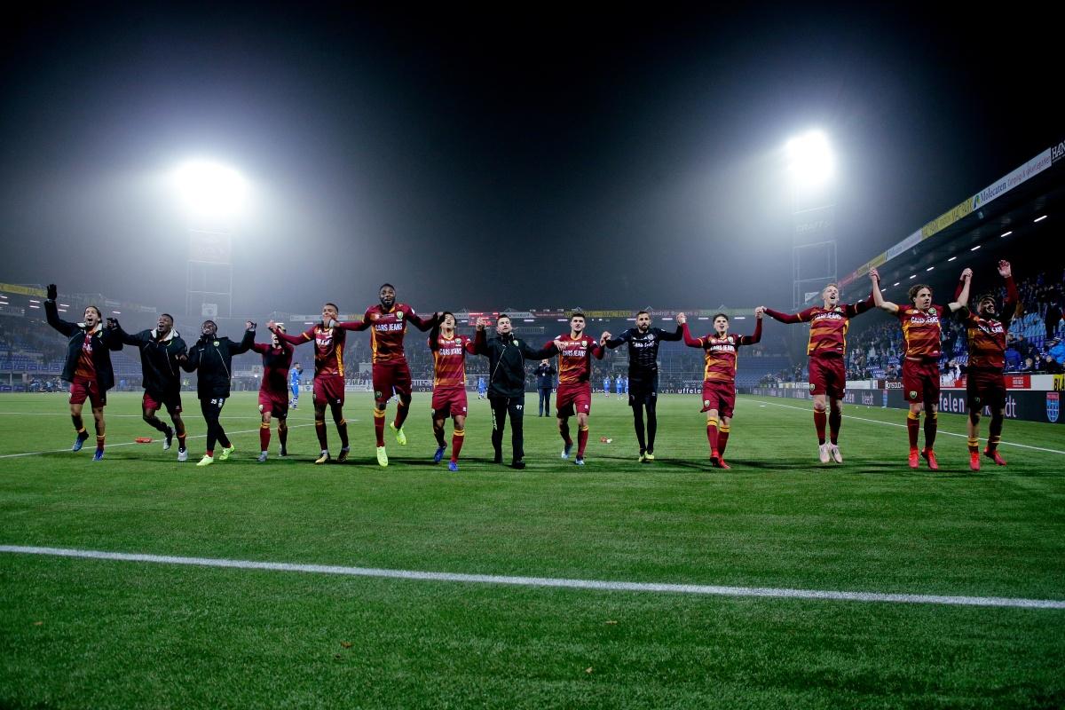 ADO Den Haag knokt én voetbalt zich langs PEC Zwolle
